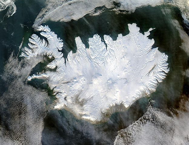 Von Jeff Schmaltz - http://veimages.gsfc.nasa.gov/6605/Iceland.A2004028.1355.250m.jpg, Gemeinfrei, Link