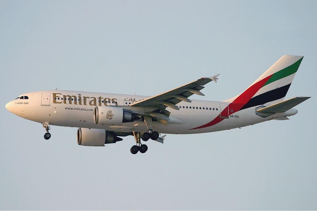 Von Konstantin von Wedelstaedt - http://www.airliners.net/photo/Emirates/Airbus-A310-308/0847752/L/, GFDL 1.2, Link