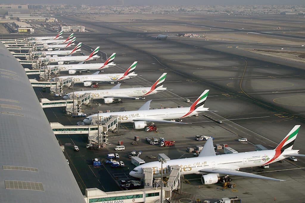 Von Konstantin von Wedelstaedt - Website: http://www.airliners.net/photo/Emirates/Boeing-777-31H/0923252/M/, GFDL 1.2, Link