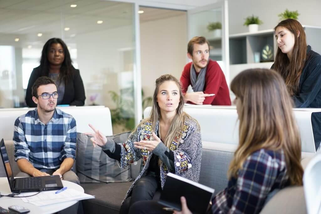 Beim Meeting werden neue Ideen und der aktuelle Fortschritt besprochen, Bild: CC0