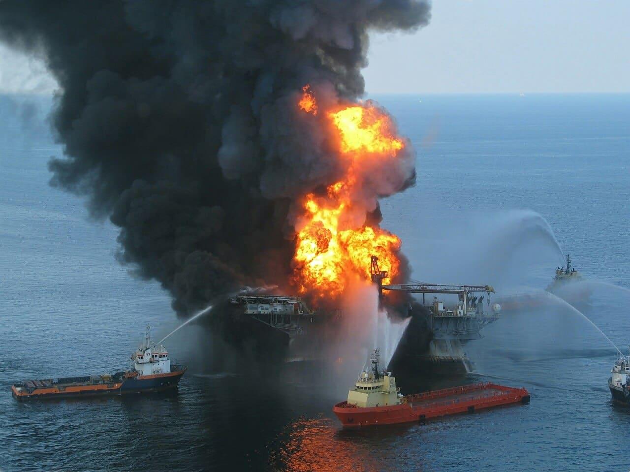 Die 10 größten Tanker- und Ölkatastrophen der Welt