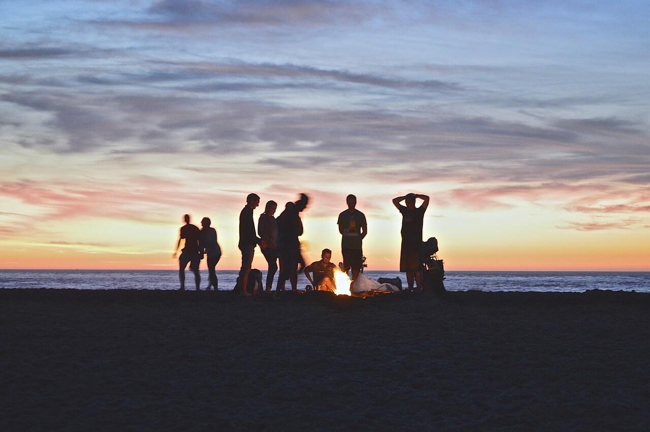 10 Ideen für gemütliche Sommerabende mit Freunden